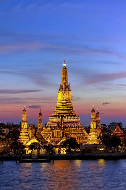 Dusk at Wat Arun | Temple of Dawn | Bangkok - One of my favorite place to visit in Bangkok!