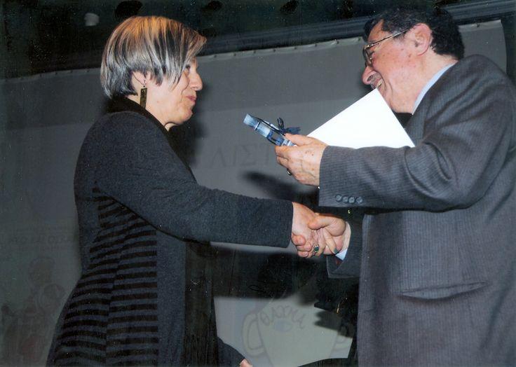 Στέλνουμε τα θερμότερα συγχαρητήριά μας στην Κώστια Κοντολέων, στην οποία απονεμήθηκε το Βραβείο Μετάφρασης του Ελληνικού Τμήματος της ΙΒΒΥ (Κύκλος Ελληνικού Παιδικού Βιβλίου) για τη μετάφρασή της στο βιβλίο του Φίλιπ Πούλμαν ΤΑ ΠΑΡΑΜΥΘΙΑ ΤΩΝ ΑΔΕΛΦΩΝ ΓΚΡΙΜ. Εδώ η στιγμή της απονομής του βραβείου!