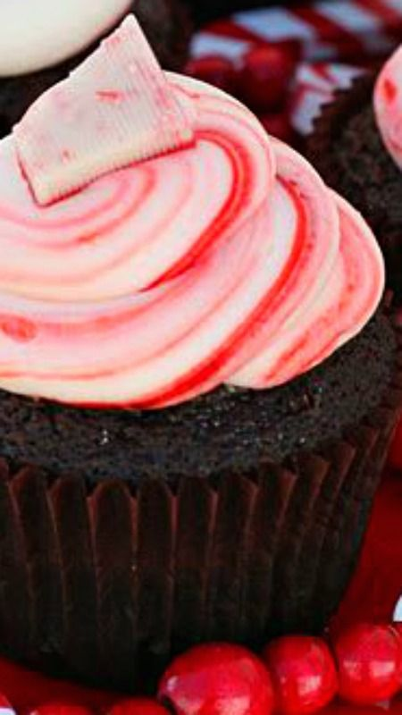 Perfect Chocolate Cupcakes with Peppermint Cream Cheese Frosting Recipe