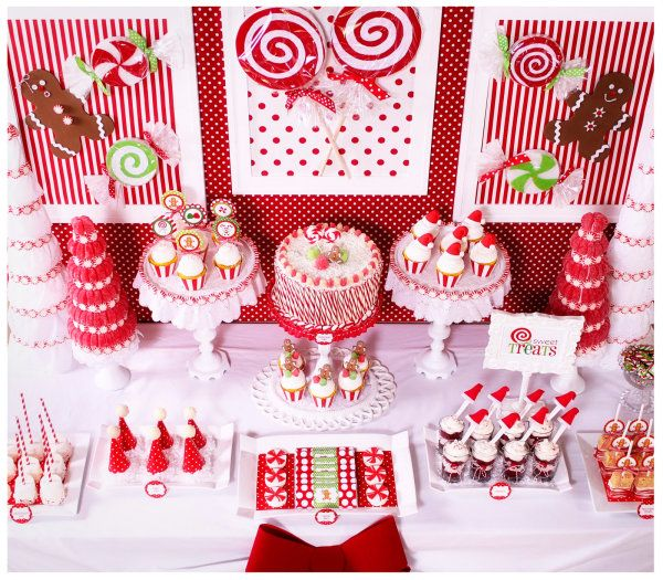 Unique the Beautiful Plate for Holiday Food Presentation : Red And White Christmas Dessert Table