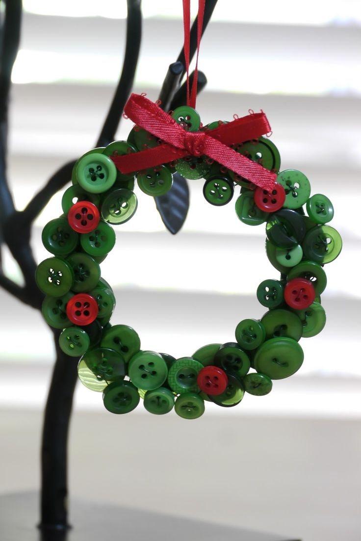button wreath craft                                                       …