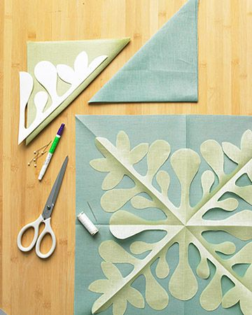 Hawaiian quilt directions - but would make a pretty Christmas quilt in aqua and off white...