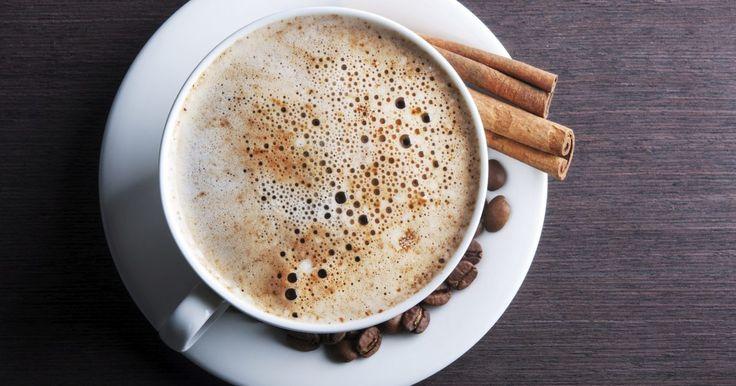 Cómo limpiar una cafetera automática krups. Uno de los elementos más importantes para hacer una excelente taza de café es mantener la cafetera limpia. Los depósitos de aceites del café generan un residuo en la cafetera y pueden alterar el sabor de tu café. Usando una cafetera Krups automática puedes hacer una jarra de muy buena calidad de café, pero debes mantenerla limpia, especialmente si ...