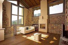 Ristrutturare una vecchia cascina - Cascina con interni in pietra