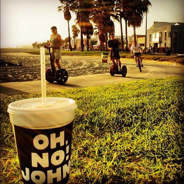 JOHN in a sunny paradise called Venice Beach! #california #ohnojohn #losangeles #usa #venicebeach