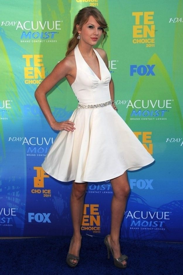 Taylor Swift in beautiful gorgeous dress I would so wear that it is amazing