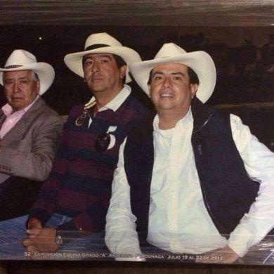 Don Alberto Rojas Q.E.P.D fundador del criadero el Astro acompañado de sus hijos Jaime Rojas y Juan Carlos Rojas, los cuales siguen el mismo camino de su padre, criando caballos de paso y apoyando a los niños para que hagan parte de ese maravilloso mundo por medio de la chalaneria.