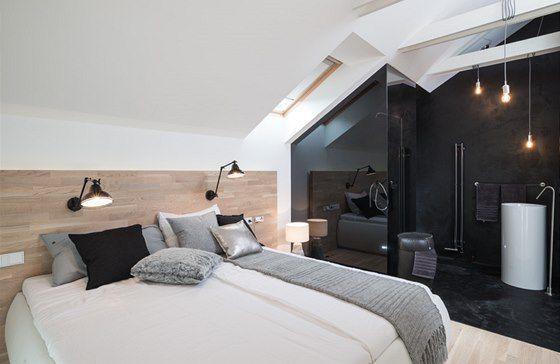 deska za postelí + lampy