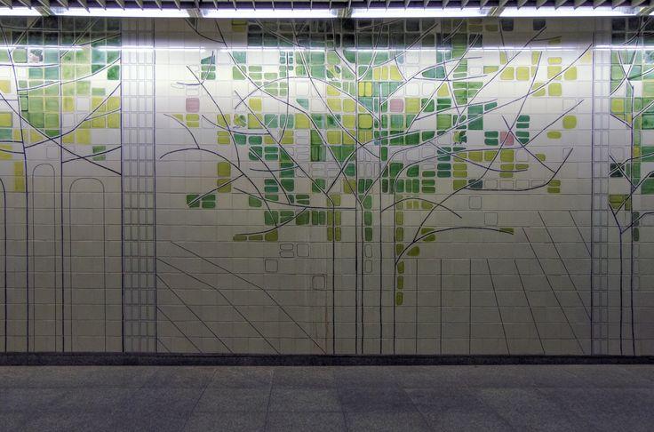 Maria Keil | Estação São Sebastião I | Metropolitano de Lisboa | 1995-2009 /// Maria Keil | Station of São Sebastião I | Lisbon Underground | 1995-2009 #Azulejo #AzulejoDoMês #AzulejoOfTheMonth #Flores #Flowers #MariaKeil #MetroDeLisboa #Lisboa #Lisbon
