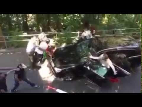 UWAGA BRUTALNE !!! Muzułmańscy emigranci atakują i okradają kierowców w ...