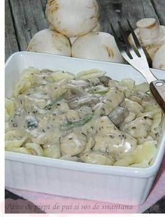 Reteta culinara Paste cu piept de pui si sos de smantana din categoria Paste. Cum sa faci Paste cu piept de pui si sos de smantana