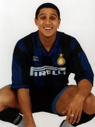 Roberto Carlos: (Brazilian) União São João, Palmeiras, Internazionale, Real Madrid, Fenerbahçe, Corinthians, Anzhi