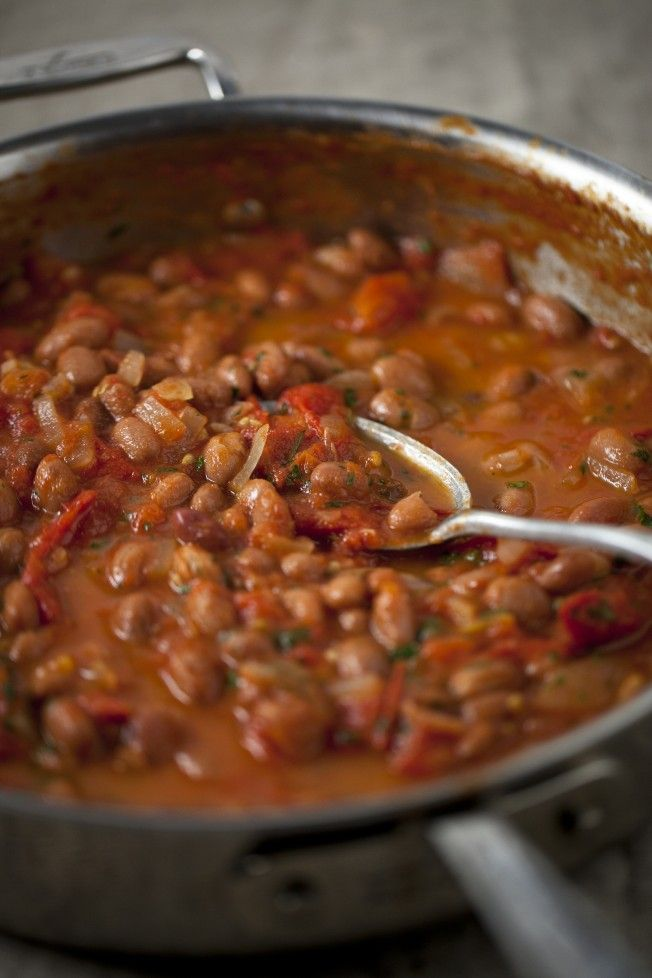HOME MADE BAKED BEANS I start craving warm comfort foods this time of year and one of my favourite easy meals to make is my home made baked beans.  They take about 15 minutes to make and are so much better than your traditional store bought versions. I like to keep my recipes simple with the flavours fresh and uncomplicated – this recipe is no exception. Simplicity and purity is what you will taste with every mouthful.