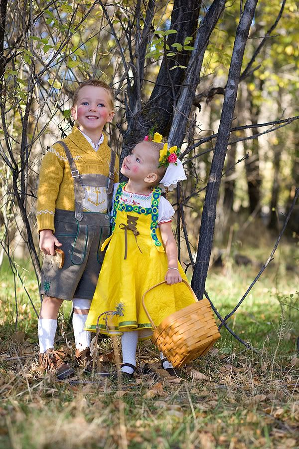 Hansel and Gretel costumes - so cute for a brother and sister #literary #costumes #halloween