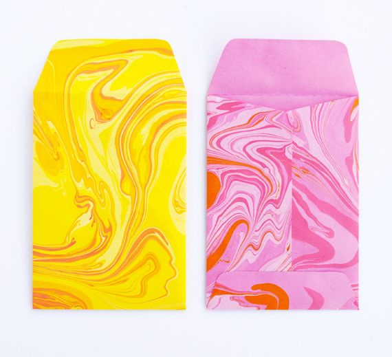 DIY Marbling via MiniEco: Marbles Envelopes, Ideas, Minis Eco, Diy'S, Paper Envelopes, Paper Marbles, Minieco, Diy Marbles Paper, Crafts