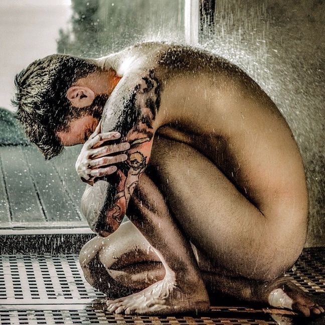 Ο Θοδωρής Μαραντίνης γυμνός στο νέο βίντεο κλιπ των Onirama!