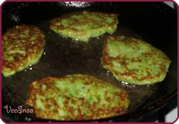 кабачковые оладьи, сковорода, жарка
