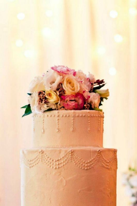 gorgeous wedding cake, flowers by Willoughby Road Florist