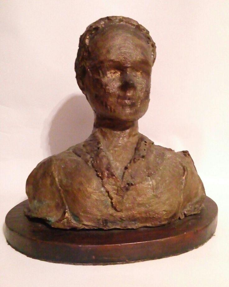 Busto em técnica mista com pátina latão oxidado. by marcelusribas