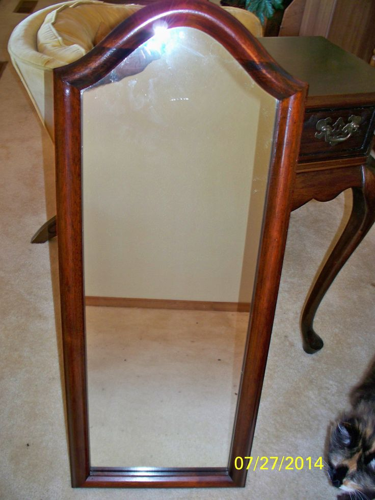 Mirror that goes with entryway table.