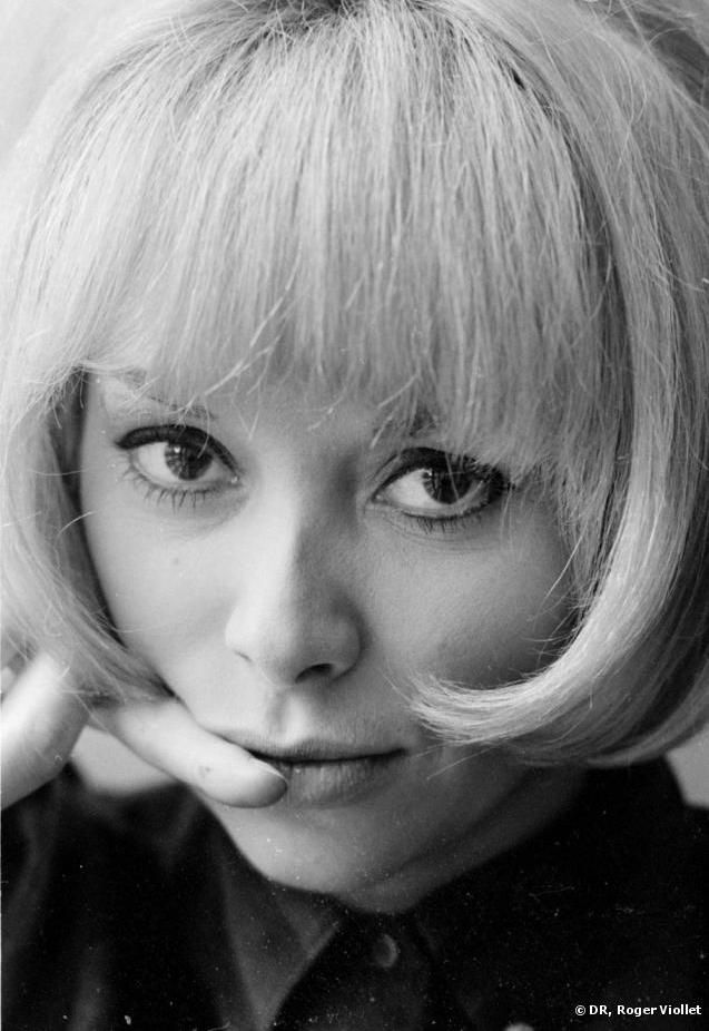 Mireille Darc ( born 15 May 1938) is a French model and actress.
