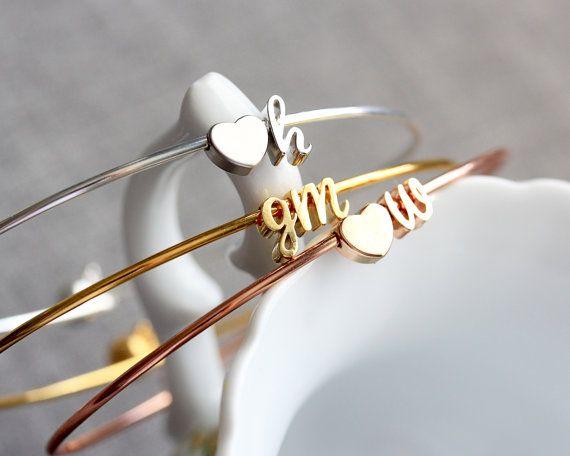 Kursive anfängliche Armreif - Doppelzimmer Charme Silber Gold oder Rose Gold Letter benutzerdefinierte Brautjungfer Geschenk personalisiert Hochzeit Armband