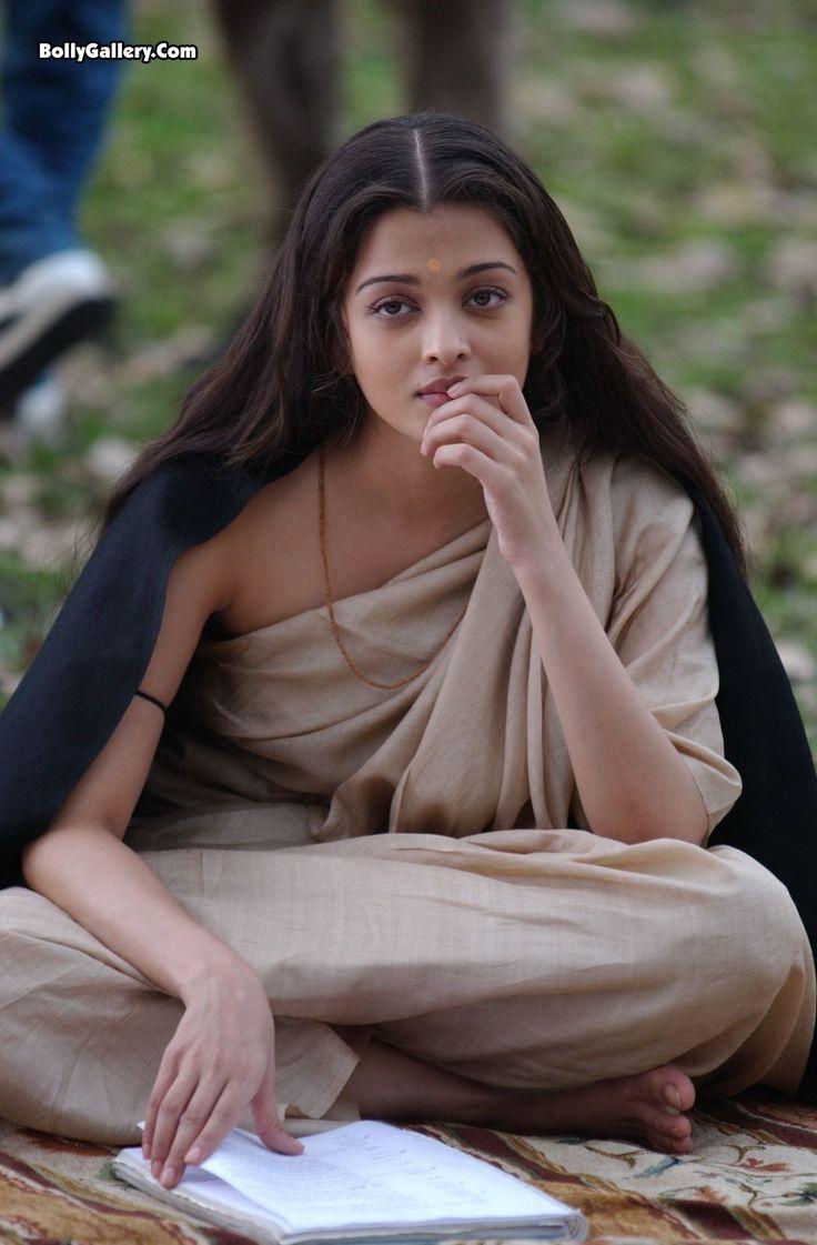 Simple yet beautiful Aishwarya Rai