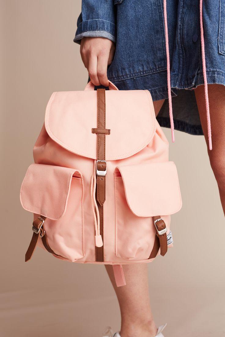 pink backpack Herschel Supply Co  https://www.bazaarwear.it/prodotto/zaino-pesca-herschel-dawson/