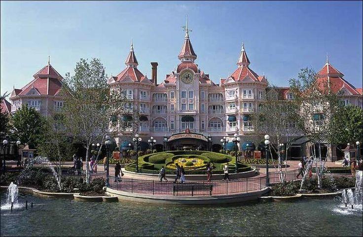 Oferta Speciala Black Friday! Disneyland Paris VARA 2014 - Hotel Disneyland 5* - Reducere 30%