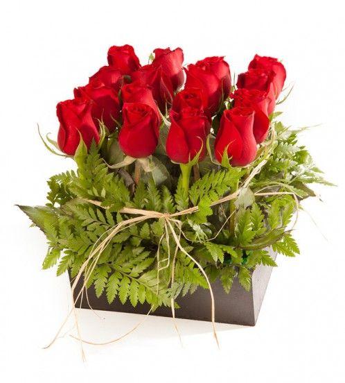 Cajita de Rosas. Porque los clásicos nunca mueren. http://azapregalos.com/florerias/df-y-edo-de-mex/rosas-df/cajita-de-rosas