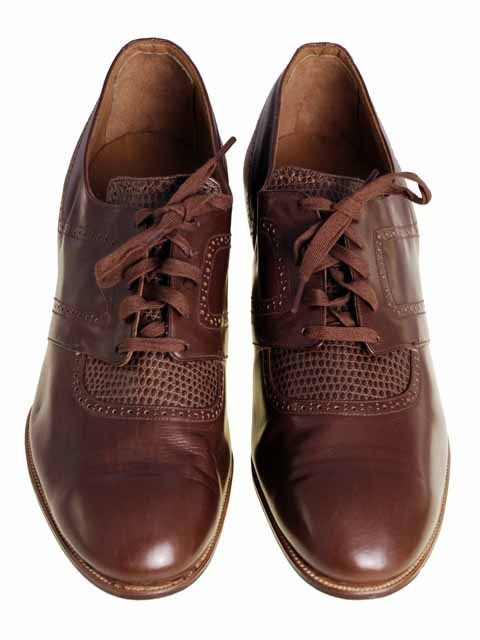 1920s Brown Leather Oxfords Mens Shoes: Made popular by Oxford students, they are leather and are also called 'spectator shoes' or shoes you go watch sports in.