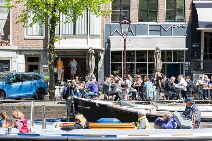 Op een van de mooiste plekjes aan de Amsterdamse grachten geniet je van prachtige gerechten uit de mediterrane keuken. De gastvrije bediening zorgt direct voor een welkom gevoel en staat je vol enthousiasme te woord. Van buiten een schitterend oud grachtenpand, binnen strak, modern en tegelijkertijd warm.