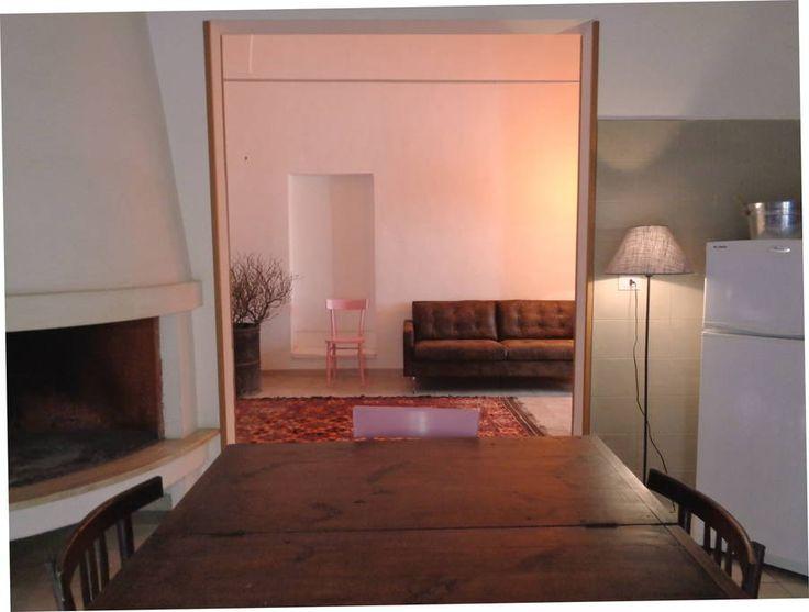 Dai un'occhiata a questo fantastico annuncio su Airbnb: Salento, la casa dalle sedie rosa - Appartamenti in affitto a Nardò