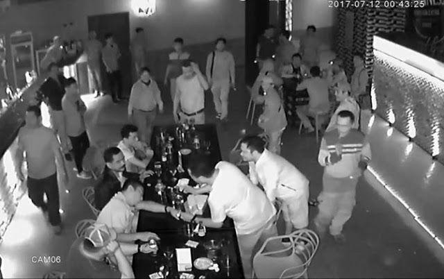 Kapolres Terekam CCTV Masuk Tempat Hiburan Cekoki Kawan Minuman Keras Pula Tonton Videonya Sebelum Dihapus! http://news.beritaislamterbaru.org/2017/07/kapolres-terekam-cctv-masuk-tempat.html