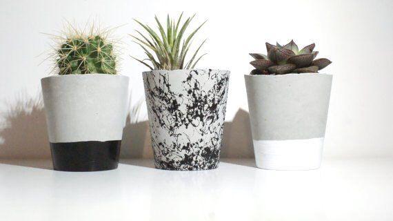 Conjunto de tres/jardineras de hormigón / plantadores de gris / blanco plantadores modernos plantador / suculentas macetas aire titular de planta / macetas de Cactus de InGaConcrete en Etsy https://www.etsy.com/es/listing/481054791/conjunto-de-tresjardineras-de-hormigon