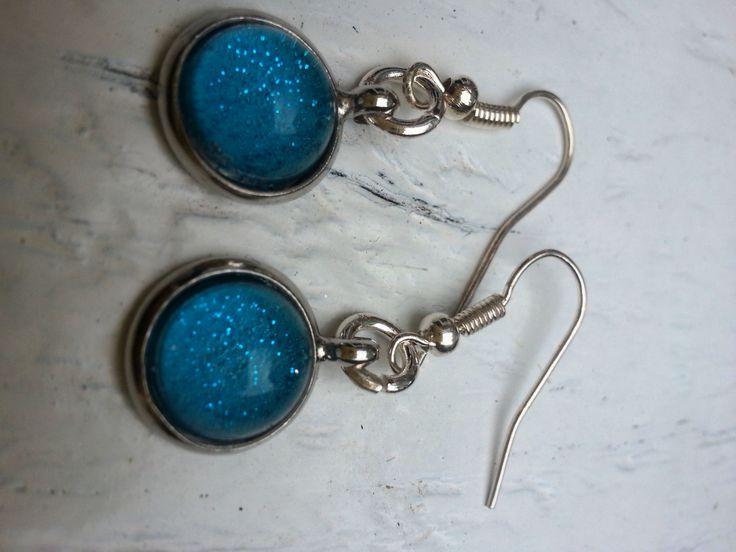 Ronde oorbellen cabochon glas met blauw en zilveren door pristown, €8,50