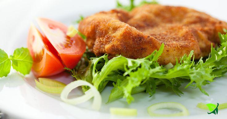 4 Kalbsschnitzel (Pute oder Schwein geht natürlich auch ist dann allerdings nach Wiener Art) 2 Eier Salz Mehl, glatt 1 EL Milch Semmelbrösel Butterschmalz Das Kalbsfleisch nicht zu dünn schneiden, …