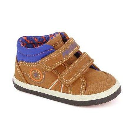 Zapatilla - bota cómoda y ligera para los mas pequeños de la casa. Modelo de la marca pablosky con cierre de velcro para mejorar el calce y, forro textil para una mayor confort y puntera delantera para protección del pie. ZAPATOS BRANDI 944381
