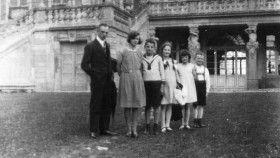 Hans und Sophie Scholl als Kinder mit Vater und Geschwistern