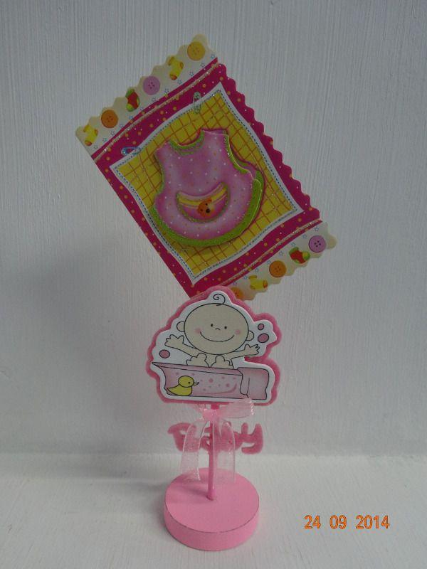 Porta tarjeta para Baby Shower de niña con cinta tul. #RecordatoriosCali #DecoracionesBabyShowerMedellin