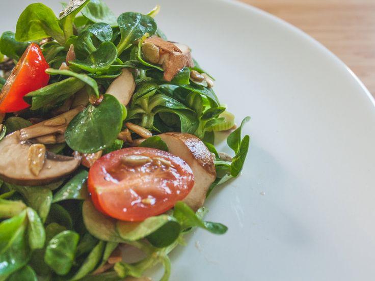 Des öfteren werde ich dazu aufgerufen doch ein paar mehr Salate hier im Blog zu präsentieren. Prinzipiell natürlich eine gute Sache, da ich aber in der Regel in der Mittagspause schon immer einen großen Salat esse, habe ich meistens keine Lust abends oder am Wochenende noch einmal Salat zuzubereiten. So wird es mit diesem Vorsatz...Weiter »