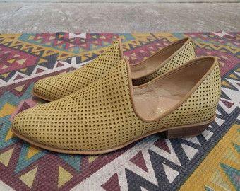 Black Leather Flat Shoes / Scarpe donna / di EllenRubenBagsShoes