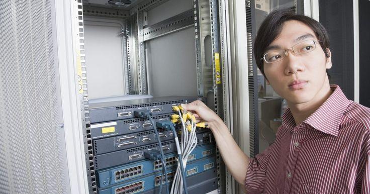 ¿Cómo funciona un proxy inverso en una red?. Un servidor proxy actúa como un sustituto de otro. Este dispositivo, recibe solicitudes de clientes que tienen privilegios y los envía al servidor objetivo a su nombre. Un servidor proxy inverso protege el servidor, administrando las solicitudes de entrada y respondiéndoles como si se tratara de un servidor.