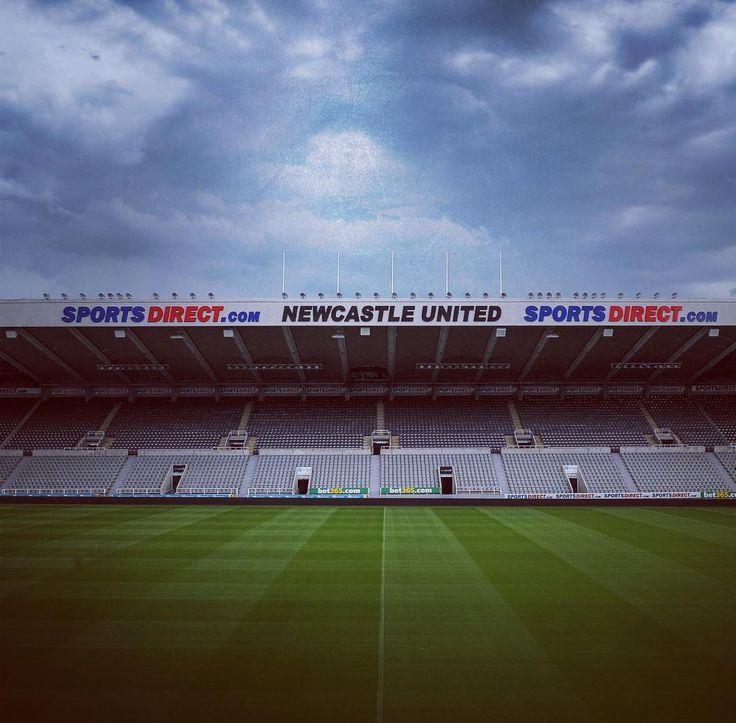 """1,838 次赞、 23 条评论 - Newcastle United FC (@nufc) 在 Instagram 发布:""""Dramatic skies above St. James' Park today! ⚡️⚡️⚡️ #nufc #newcastleunited #lightning #weather"""""""