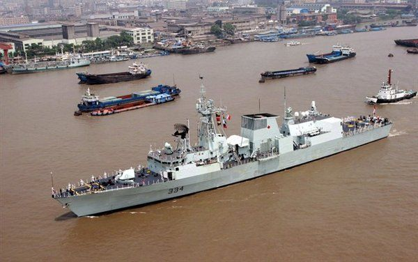 The Canadian Royal Navy ship HMCS Regina cruises in the Huangpu River in Shanghai, China, Tuesday Aug. 15, 2006.