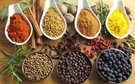 Secretul mâncărurilor gustoase - potrivirea condimentelor   Mâncărurile n-au niciun haz dacă nu li se pun și ceva condimente sau mirodenii care să le îmbunătățească gustul stârnind pofta de mâncare. Aceste adaosuri aromate sunt produse de o serie de plante. Unele cresc și în țara noastră: mărarul tarhonul pătrunjelul leușteanul țelina asmățuiul anasonul chimionul/secărica coriandrul enibaharul etc. Acestea sunt plante ale căror virtuți aromatice se datoresc uleiurilor eterice pe care le…