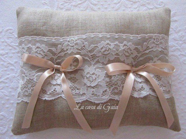 Cuscino porta fedi in lino naturale e pizzo Valencienne, by ♥La casa di Gaia♥, 24,00€ su misshobby.com
