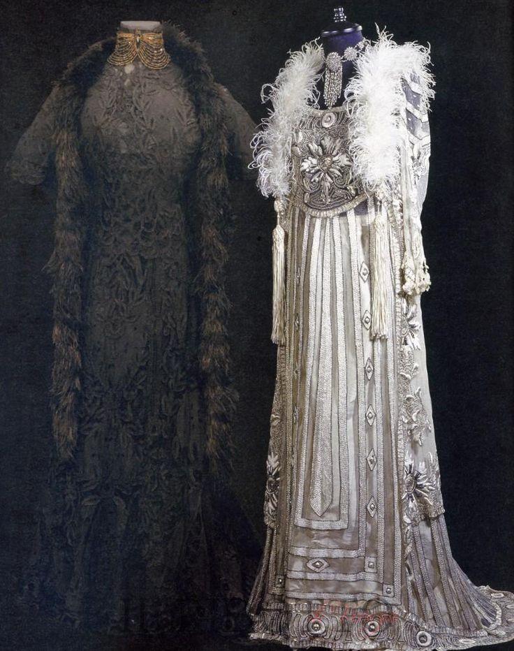 Abiti da ballo russi: 1908 pizzo intrecciato francese nero; 1909 tulle bianco ricamato a mano, lustrini e perle