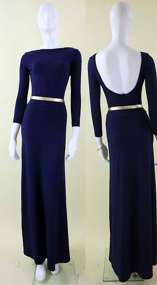 Dlhé jednofarebné úpletové šaty s 3/4 rukávom, lodičkovým výstrihom a výstrihom na chrbte. Šaty majú obtiahnutý vrchný diel a sukňa je strihaná do kruhu, čo dáva šatám krásnu líniu.