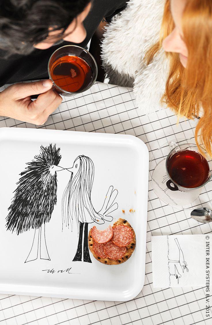 Olle Eksell was een meester in het weergeven van vogels met menselijke trekjes. ÖNSKEDRÖM dienblad en servet #IKEA #ÖNSKEDRÖMcollectie